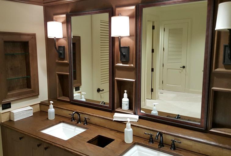 Royal Poinciana Men's Locker Room7