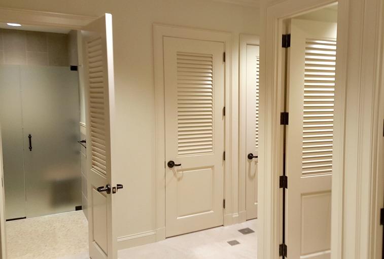 Royal Poinciana Men's Locker Room8